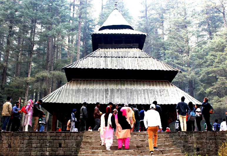 hadimba-temple-must-visit-places-in-manali