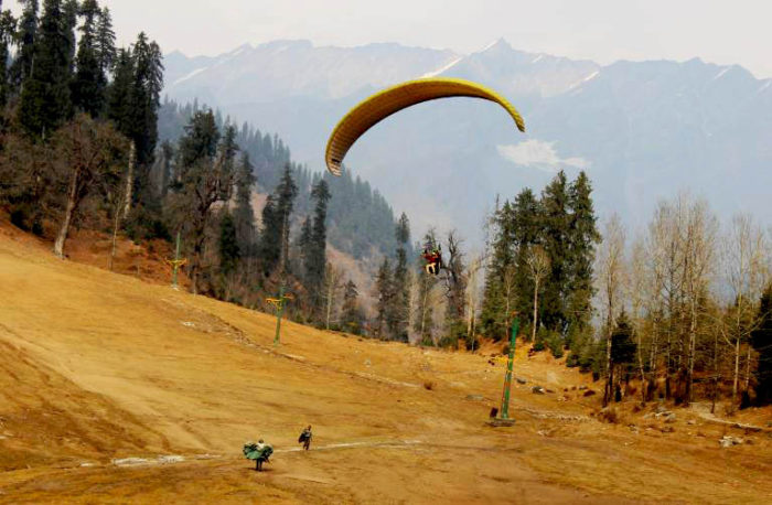 paragliding-in-solang-valley-things-to-do-in-manali-adventurous-1-e1483768680234